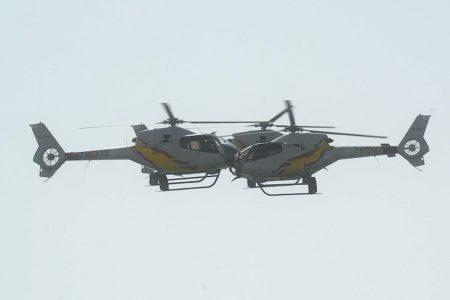 Tres de los helicópteros de Aspa durante una de sus demostraciones en vuelo.