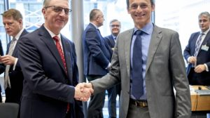 Pedro Duque y Nicolae Hurduc, ministro de Investigación de Rumania en el Consejo Espacial UE/ESA