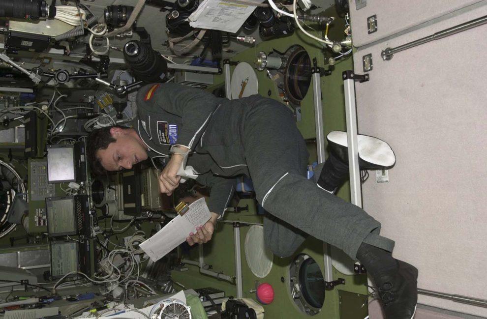 El astronauta español Pedro Duque a bordo de la ISS.