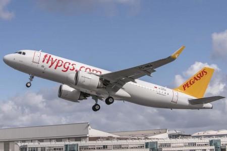 Despegue del primer Airbus A320neo de Pegasus durante un vuelo de pruebas previo a su entrega.