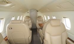 Capacidad para ocho pasajeros, interior cómodo y con estilo