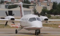 Piaggio P180 Avanti II aterrizando en Cuatro Vientos