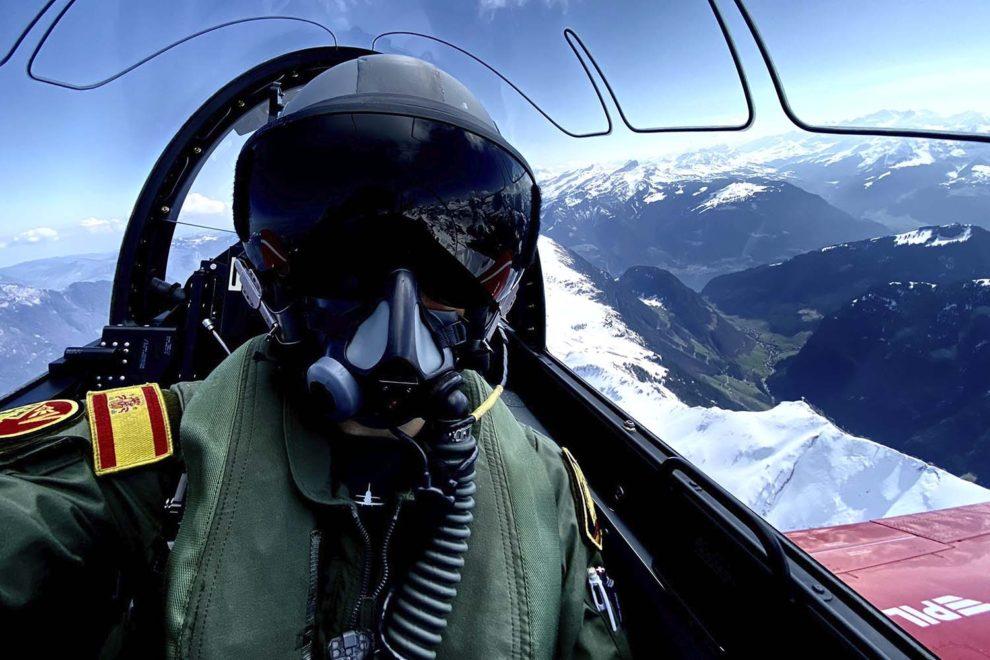 Uno de los pilotos del CLAEX a bordo del PC-21.