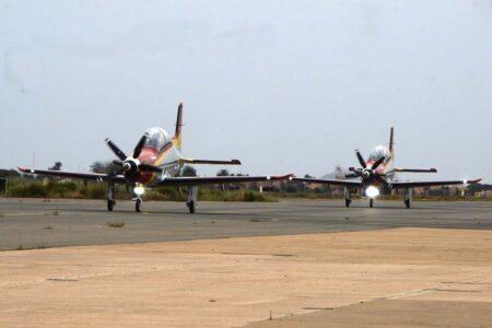 Los dos primeros PC-21 rodando hacia la plataforma de San Javier a su llegada.