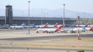 Aviones en la plataforma de estacionamieno de la T4 en Madrid Barajas.Q
