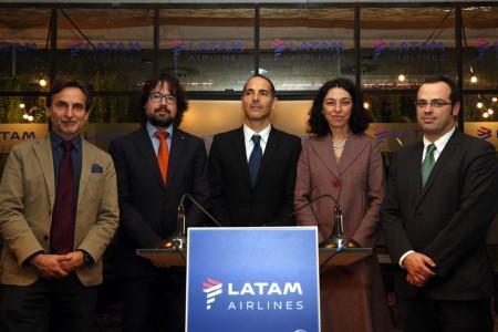 Mario Rubert, Ricard Font, Rodrigo Contreras, Sonia Corrochano y Cristian Bardají en la presentación de la nueva ruta de Latam.