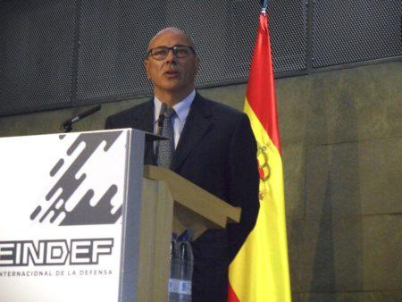 Ángel Olivares, secretario de Estado de Defensa durante su intervención ante los asistentes a la presentación de FEINDEF.