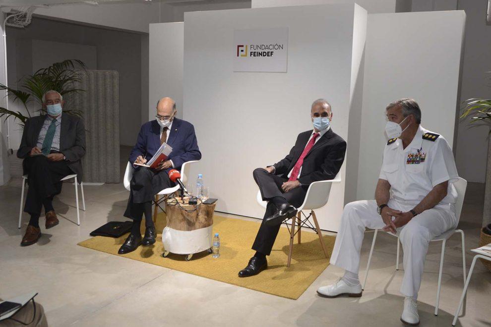 Presentación de FEINDEF 2021 con Julián García Vargas (segundo por la izquierda) y el coronel Ramón María Pérez Alonso (primero por la derecha).