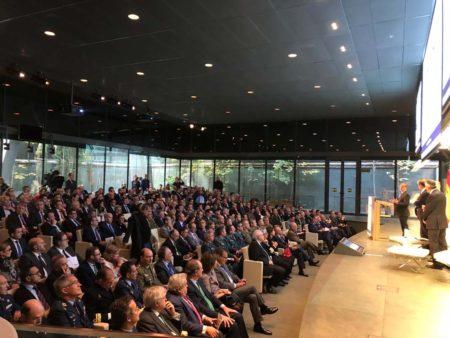 Varios centenares de profesionales de la industria, la defensa y la política se dieron cita para la presentación de FEINDEF.
