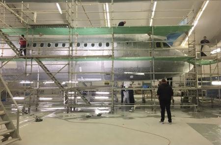 El Airbus A321 de Privilege Style en el hangar de Woensdrecht donde fue preparado para su entrada en servicio.