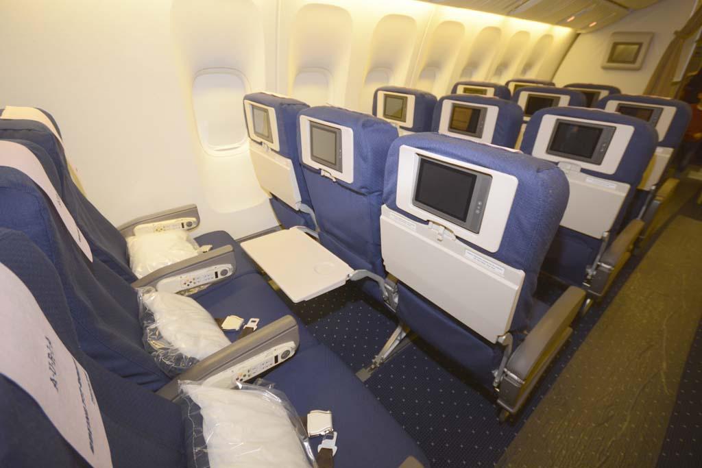 Cada asiento de turista cuenta con una pantalla de video de 6 pulgadas.