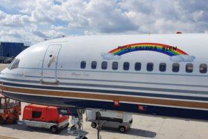 """El Boeing 757 EC-HDS con su mensaje """"Todo saLdrá bien""""."""