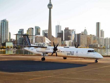 Bombardier Q400 de Porter Airlines en el aeropuerto Billy Bishop de Toronto.