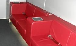 Los pasajeros de primera y business pueden disfrutar de sendoas sofás en la parte delantera de la cubierta superior