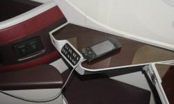El asiento se controla desde el teclado en el borde de la mesita, pero también puede hacerse con el mando del sistema de entretenimiento con un interface similar al de una tablet.