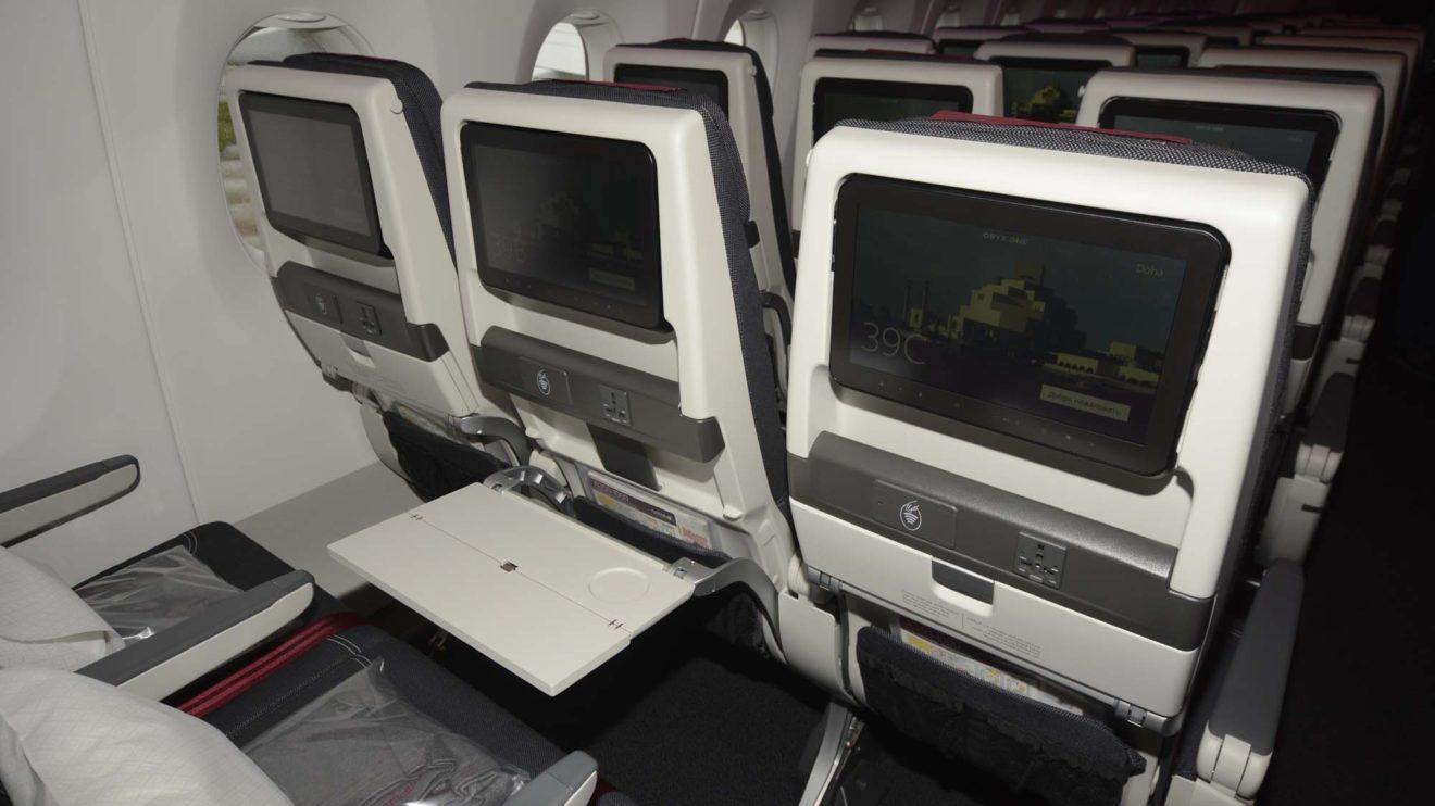 Los asientos de clase turista incluyen una toma eléctrica además de una pantalla táctil y un lector de tarjetas.