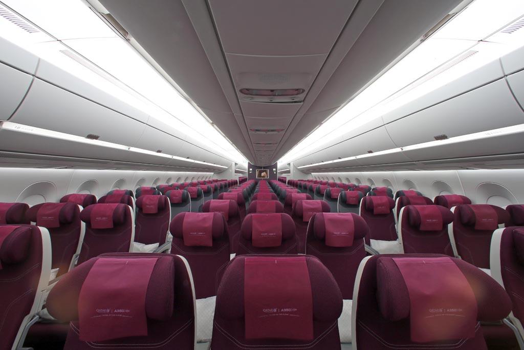 Cabina de clase turista del A350 de Qatar Airways