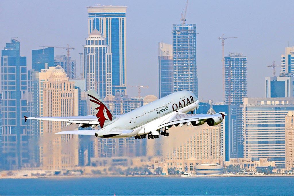 Despegue de Qatar de uno de los Airbus A380 de Qatar Airways.