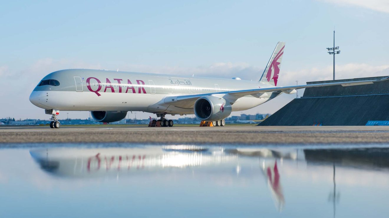 El A350-1000, además de siete metros más de fuselaje, incluye diversos cambios respecto al A350-900 para hacerlo más eficiente.