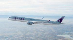 El primer Airbus A350-1000 de Qatar Airways durante uno de sus vuelos de prueba.