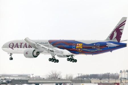 Qatar Airways decoró uno de sus Boeing 777 con los colores y escude del FC Barcleona.