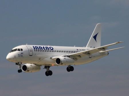SSJ100 RA-89010 en el que se han detectado las fisuras fue entregado originalmente a Aeroflot en septiembre de 2012. Esta lo devolvió al fabricante a cambio de un nuevo ejemplar. Después pasó a Red Wings, y desde julio de 2016 es operado por Iraero.