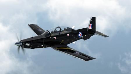 Beech T-6C con colores de la RAF.