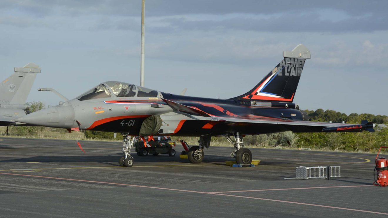 El Rafale 4-CI luciendo los nuevos colores del Solo Display del Ejército del Aire francés.