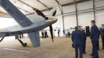 Felipe VI ha podido ver y recibir información sobre los nuevos MQ-9B Predator del Ala 23.