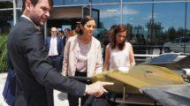 La ministra de Industria, Comercio y Turismo, Reyes Maroto, durante una visita para conocer más de cerca el entramado industrial aeronáutico español, en este caso el Grupo CPS en Getafe.