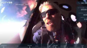 Richard Branson durante el vuelo a bordo del VSS Unity.