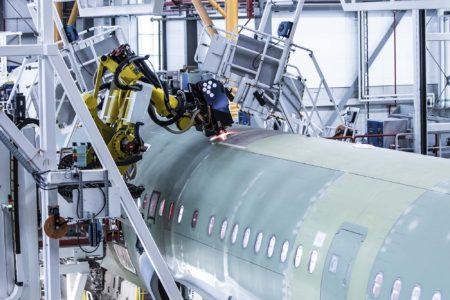 Por primera vez Airbus utiliza robots para unir las secciones del fuselaje de los aviones de la familia A320.