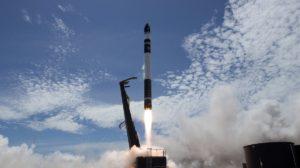Lanzamiento de un cohete Electron de Rocket Lab.