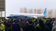 El fuselaje de este primer Boeing 737 MAX 10 llegó a la factoría de Boeing en Renton el 30 de marzo pasado procedente de Spirit Aerosapce que es quien construye los fuselajes en Wichita (Kansas).