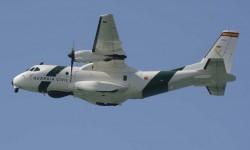 Uno de los dos CN235 de la Guardia Civil también dio una pasada sobre Rota.