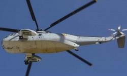 La parte inferior del SH-3D muestra claramente su disposición para que el helicóptero pueda posarse en el agua.