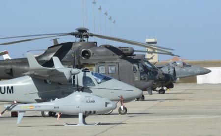 Algunas de las aeronaves mostradas en Rota y que participarán el día 16 en el festival aéreo.