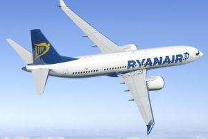 El Boeing 737 MAX 200 incluye una puerta extra a cada lado del fuselaje para aumentar el número de pasajeros a 200.