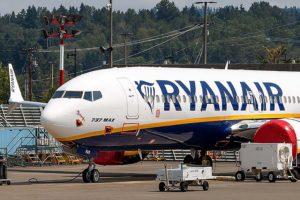 Boeing 737 MAX de Ryanair alamcenado.