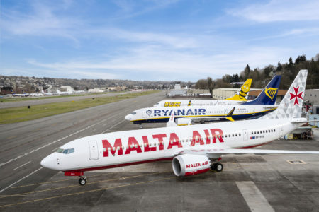 Aviones Boeing 737 MAX con los colores de tres de las aerolíneas del grupo Ryanair.
