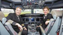 Pilotos de Ryanair en la cabina de un Boeing 737.