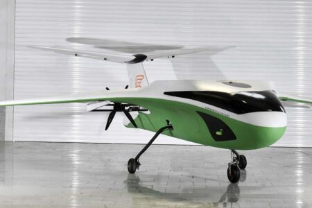 El primer protitpo, con tren de aterrizaje de ruedas y sin motores de sustentación.