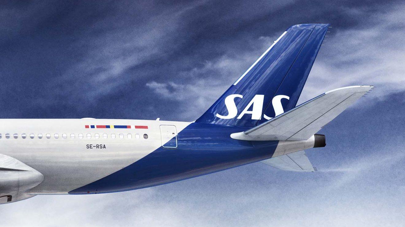 En los nuevos colores el azul de la cola se extiende por la parte inferior del fuselaje.