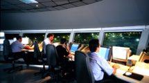 Consolas de control del tráfico aéreo desarrolladas por Leonardo.