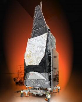 El Morelos 3 poco antes de ser colocado en el lanzador Atlas V.