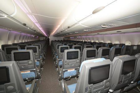 Cabina de clase turista del nuevo Airbus A380 de Singapore Airlines.