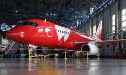 SSJ100 con colores especiales de Red Wings.