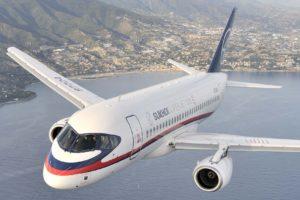 El SSJ75 se desarrollará a partir del SSJ100 (en la foto) y podría volar hacia 2020.
