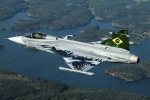 El primer Gripen E para brasil durante uno de sus vuelos de prueba.