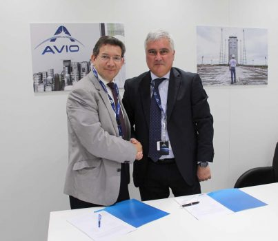 Firma del acuerdo entre SENER y ELV en Le Bourget.